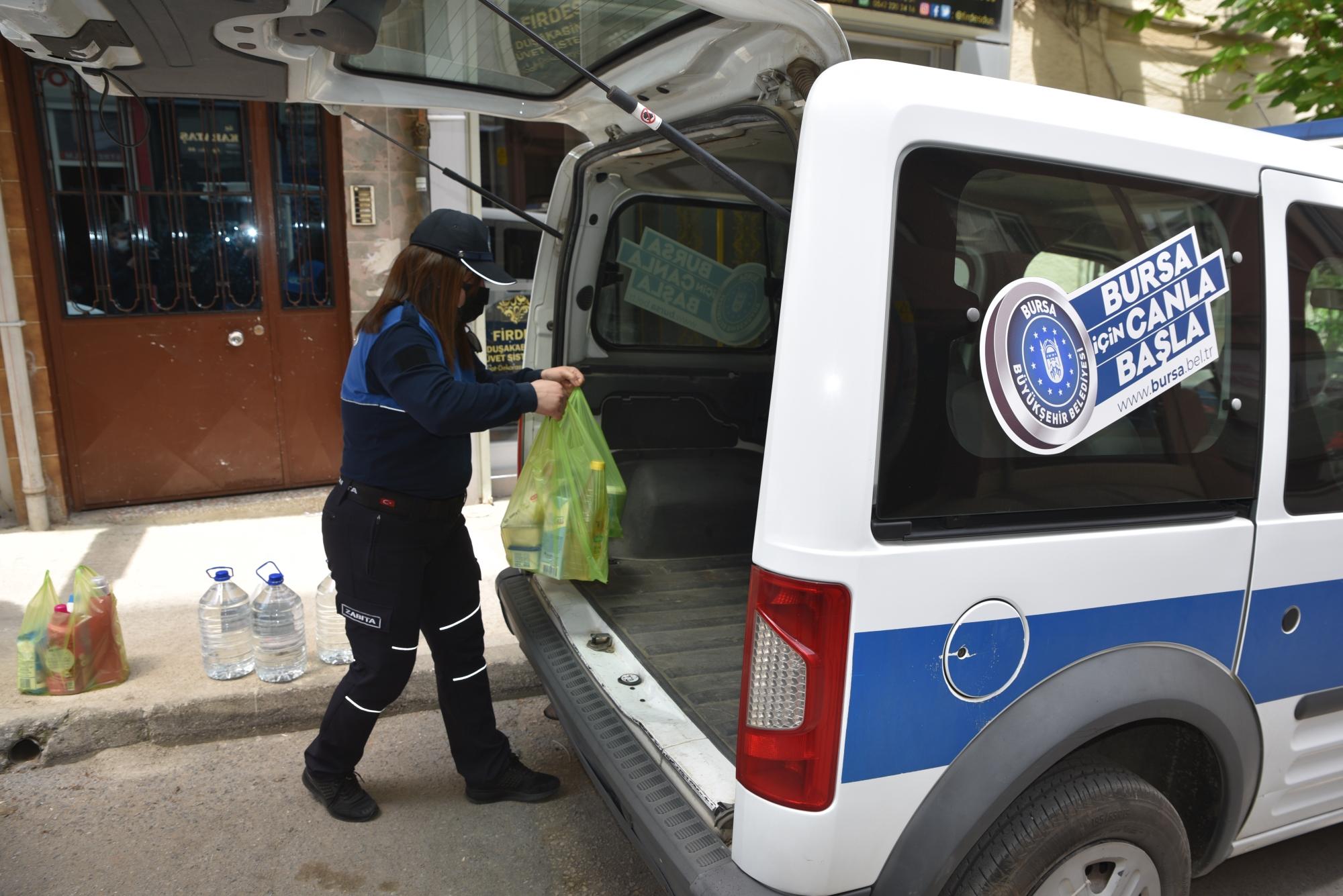 Zabıtadan vatandaşa Kart16 ile alışveriş desteği