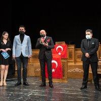 Perde İstiklal Marşı için açıldı