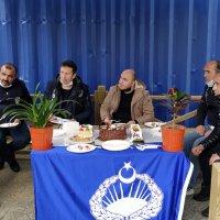 Zabıtadan polise pastalı kutlama